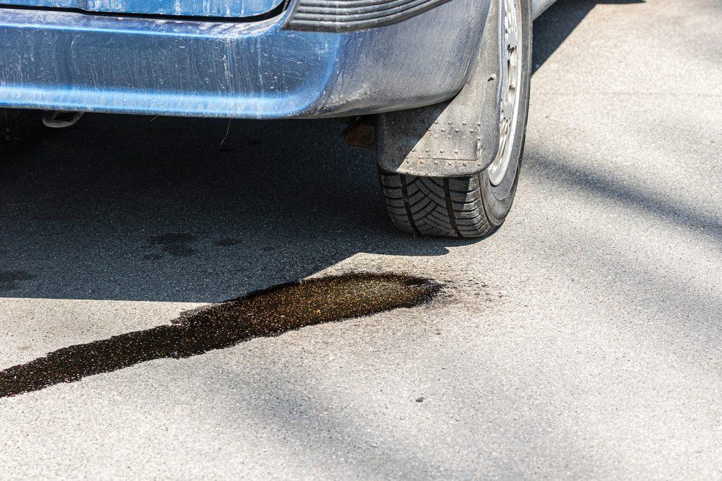 ASE mechanic provides fluid leak repair